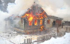 В Смоленске пожар в деревянном доме унес жизнь мужчины